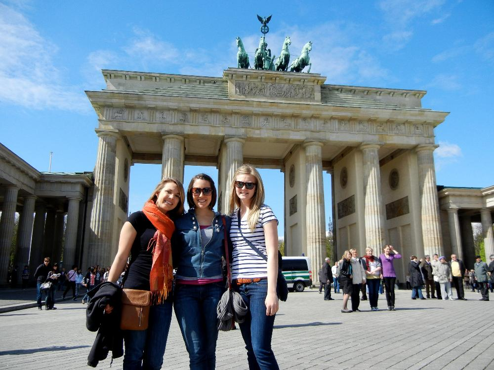 Students at Brandenburg Gate