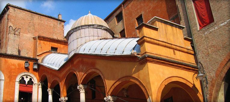 ferrara-italy-archway