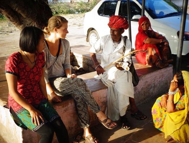 UW in India students with guru